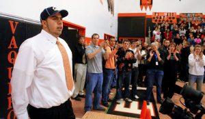 カリフォルニア大進学を発表したハート君。高校挙げてのお祝いムームもつかの間・・・